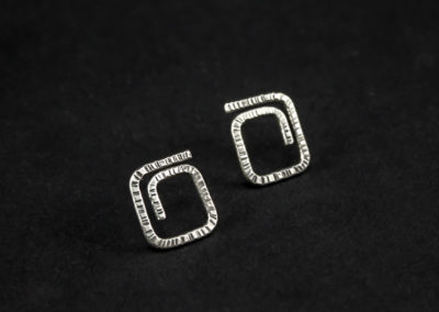 Altrosguardo Aurora lobe square earrings