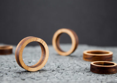Primary rings by Altrosguardo